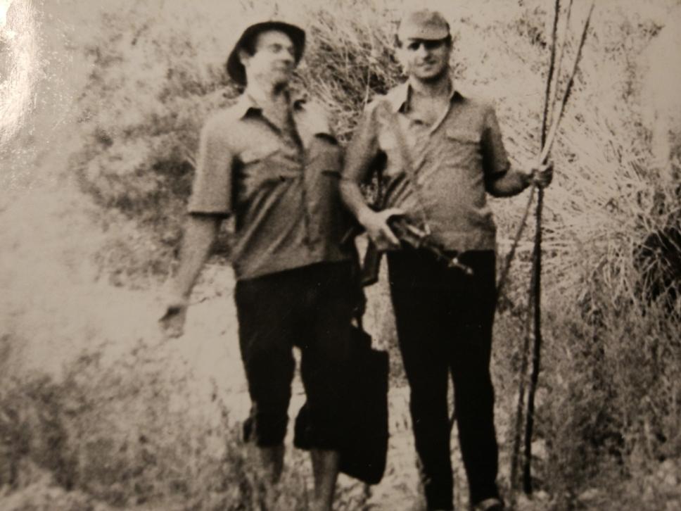 Мы с Володей Мартынёнком возвращаемся с рыбалки. А фотографировал Кукушкин.