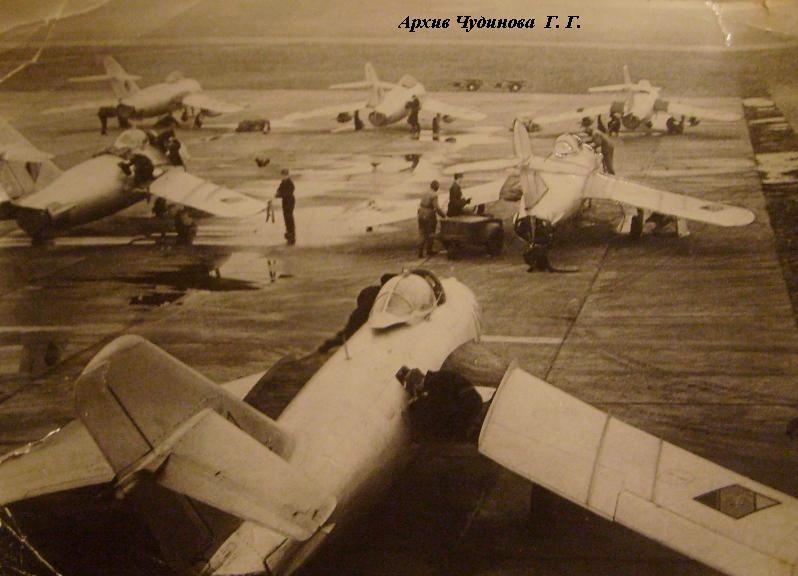 """Послеполетное обслуживание МиГ-17 ВВС ГДР, вернувшихся с вылета на перехват """"разведывательных воздушных шаров"""""""