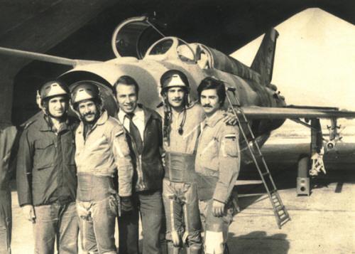 Ахмед аль-Матр с друзьями у самолета МиГ-21