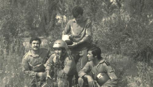Ахмед первый слева