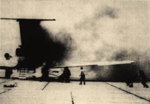 Пожарные команды начинают тушение Як-40 19 марта 1976 года
