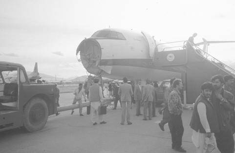 Ту-154М 87А-747 YA-TAD в аэропорту Кабула после обстрела 29-го мая 1992 года
