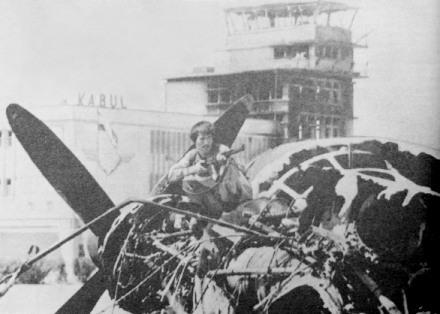 К 1992 году аэропорт Кабула представлял собой такое жалкое зрелище: сгоревший КДП, остовы самолетов и свободно ходившие по летному полю вооруженные люди...