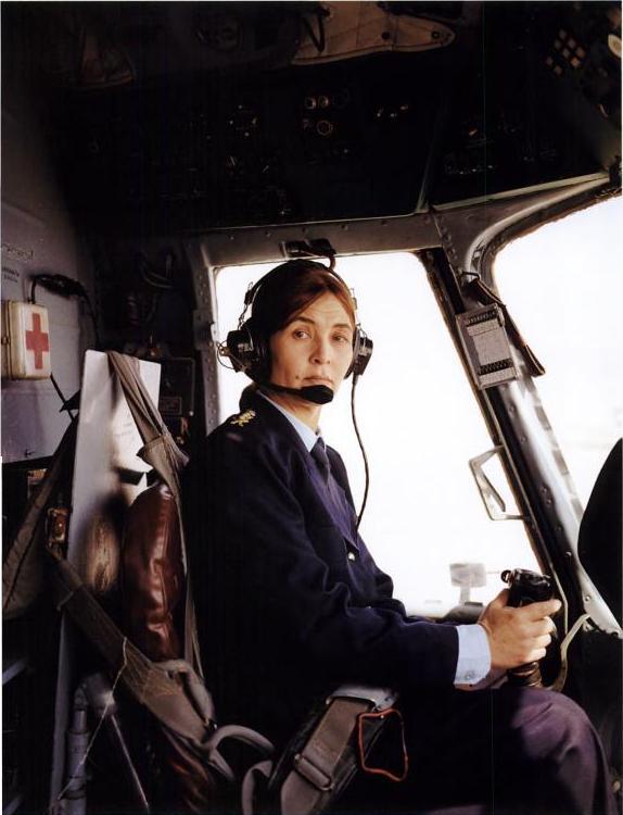 Лайлома Набизада в кабине вертолета Ми-17